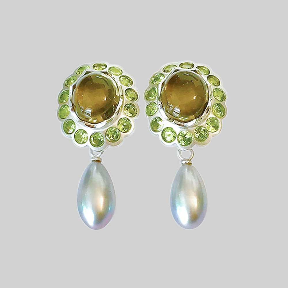 Grüne Ohrringe mit Perlen von Thomas Pohl