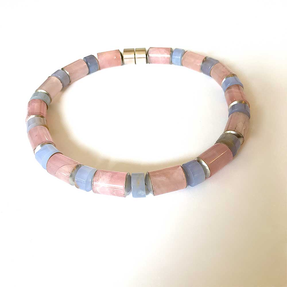 Blau, rosa Halskette von Thomas Pohl
