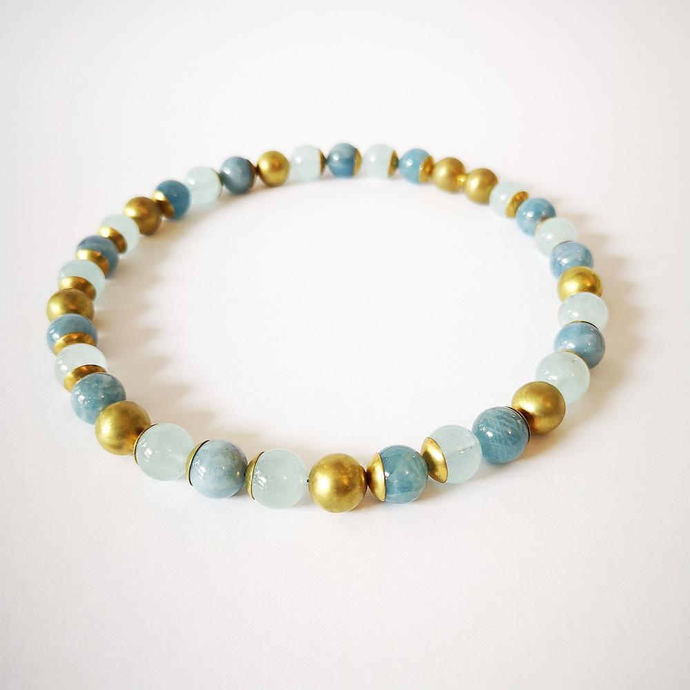 Blau, goldenes Perlenarmband von Thomas Pohl
