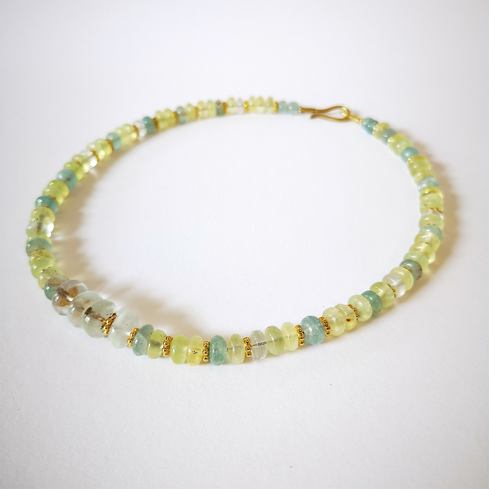 Gelb, grünes Perlenarmband von Thomas Pohl