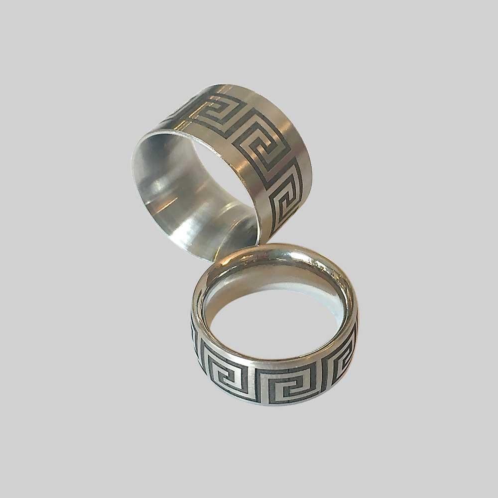 Silber Trauringe mit Muster von Thomas Pohl