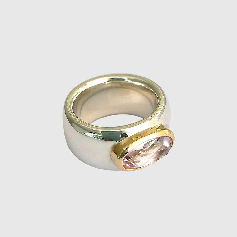 Silber goldener Ring mit rosa Stein von Thomas Pohl