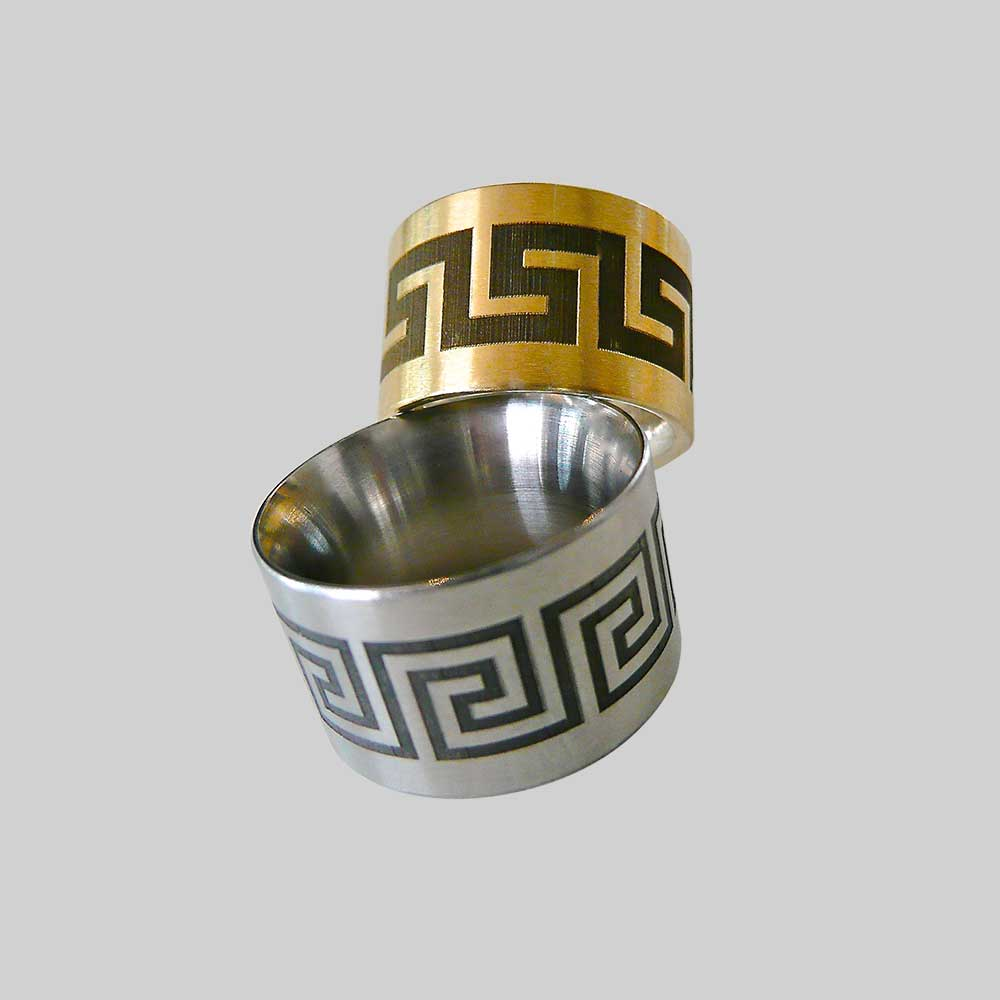 Gold und silber Trauringe mit Muster von Thomas Pohl