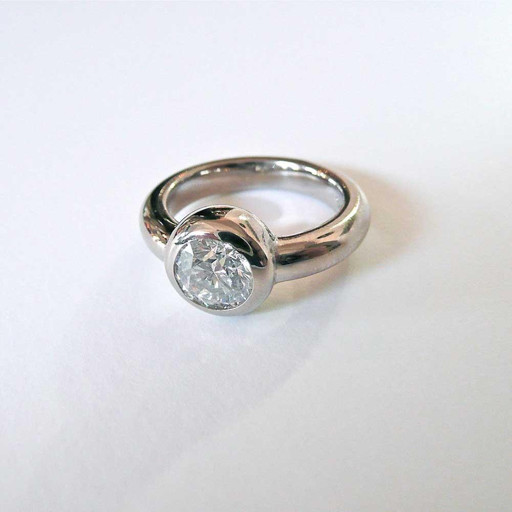 Silberner Ring mit Stein von Thomas Pohl
