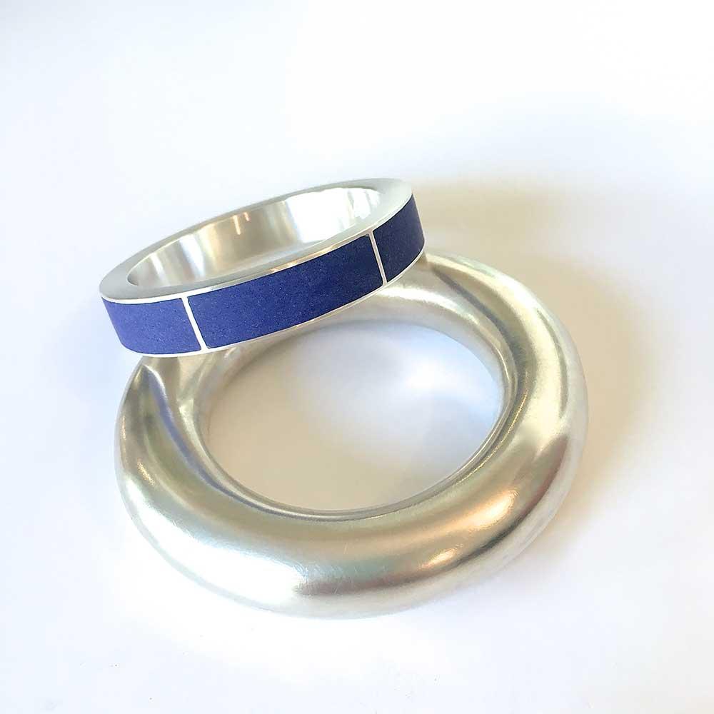 Silber & blaue Armreife von Thomas Pohl